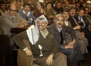 George Habash, salah seorang Panglima Perang Palestina dari kalangan Kristen, duduk berdampingan dengan Yasser Arafat.  Bukti bhw Perjuangan Palestina adalah Perjuangan Kebangsaan
