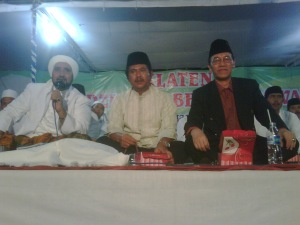 Dzikir Akbar dalam rasngka Peringatan Maulid Nabi Besar Muhammad SAW di Klaten, dihadiri oleh Bupati dan sejumlah Habib