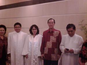 Bersama dengan sejumlah pendeta di Manado, pada seremonial Natal tahun 2011
