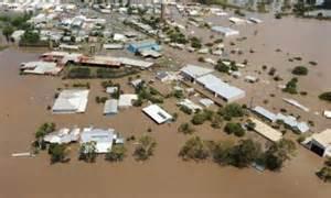 Banjir memusnahkan ekosistem dan infrastruktur akibat ulah manusia menggunduli hutan