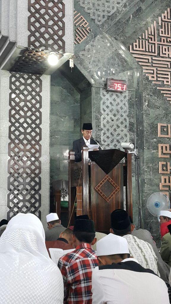 Prof/ Hamka Haq sebagai Khotib Idul Fitri 1436 H. di Masjid Al Markaz Makassar