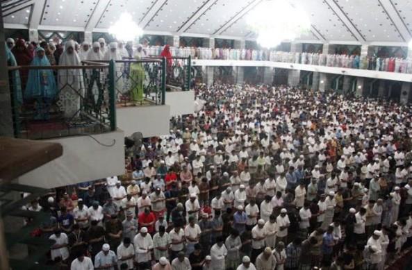 Suasana Jamaah Lebaran di Masjid Al-Markaz al-Islami di Makassar